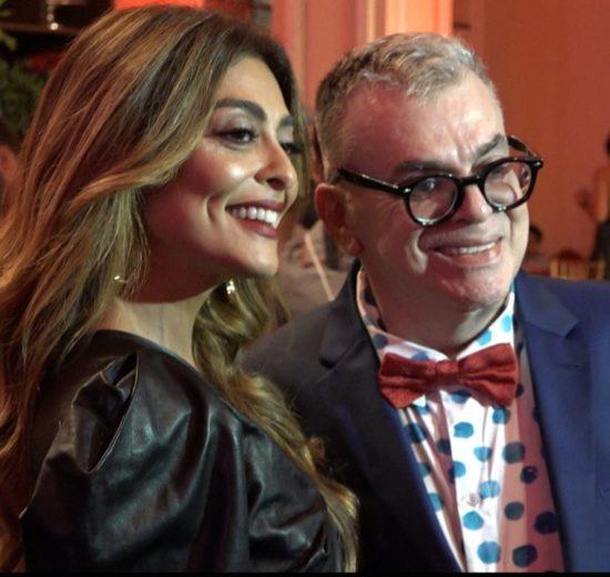 Walcyr Carrasco, autor de A Dona do Pedaço, com Juliana Paes, a intérprete de Maria da Paz, no lançamento da novela (Foto: Reprodução/Globo)