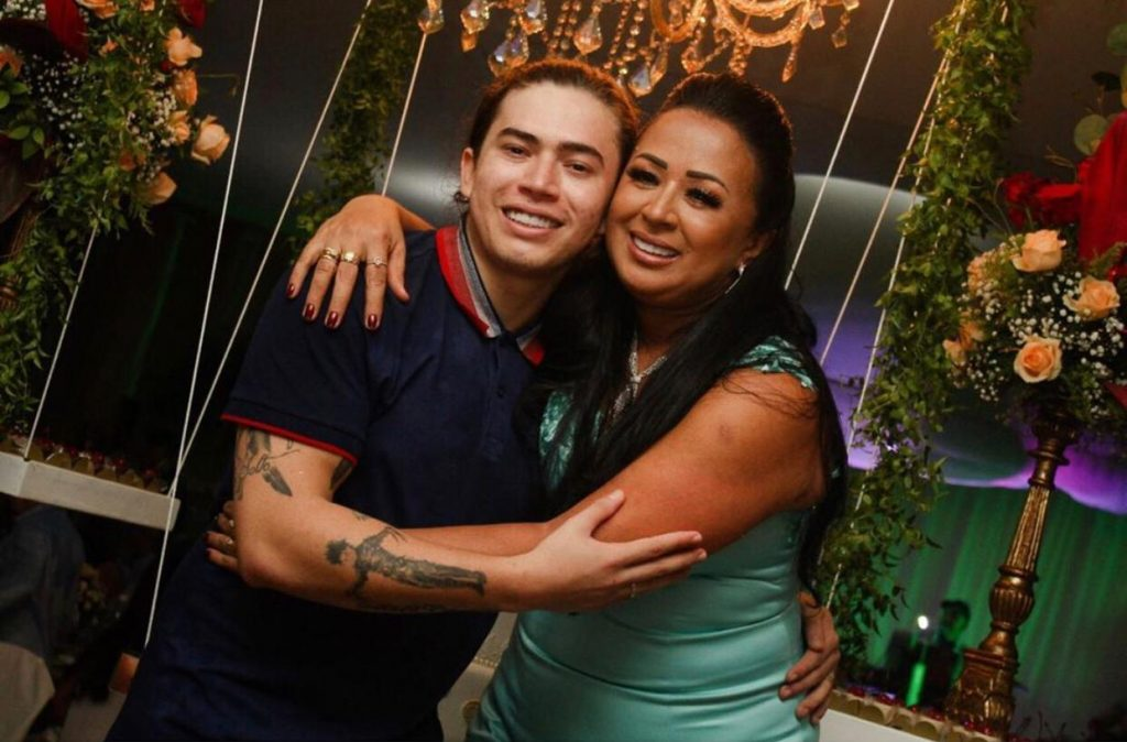 Whindersson Nunes e a mãe (Foto: Divulgação)