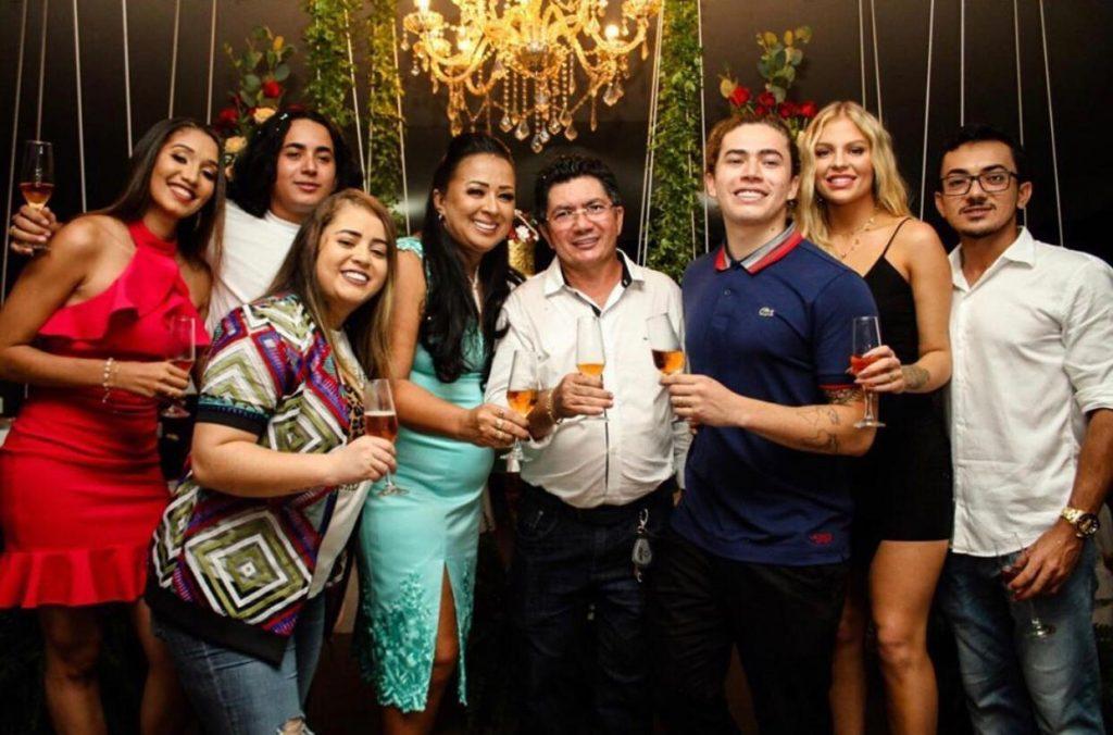 Whindersson Nunes e a família (Foto: Divulgação)