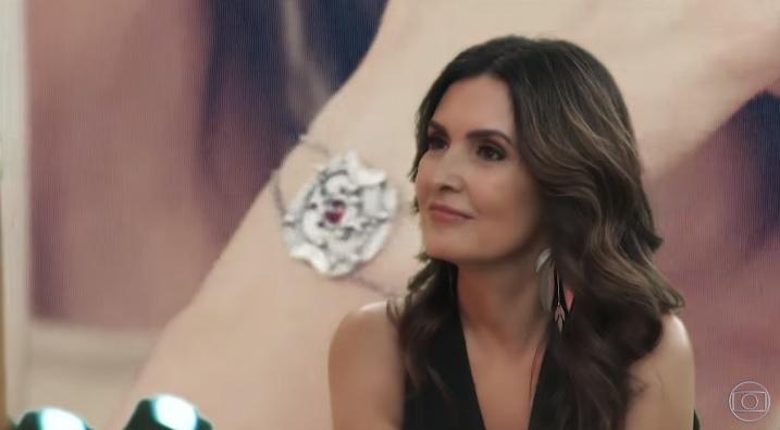 Fátima Bernardes fez ponta em A Dona do Pedaço da Globo. A apresentadora não segue Sabrina Sato no Instagram (Foto: Reprodução/Globo)