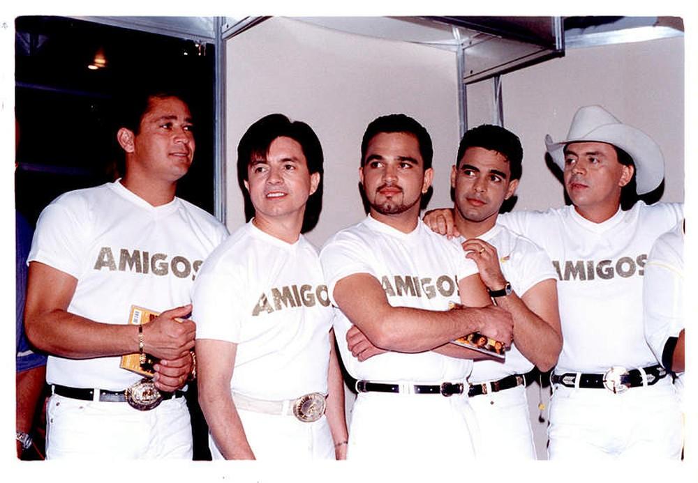 Leonardo, Xororó, Luciano, Zezé Di Camargo e Chitãozinho na primeira edição do show Amigos (Foto: Reprodução)