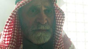 Aziz (Herson Capri) em cena de Órfãos da Terra (Foto: Reprodução/Globo)