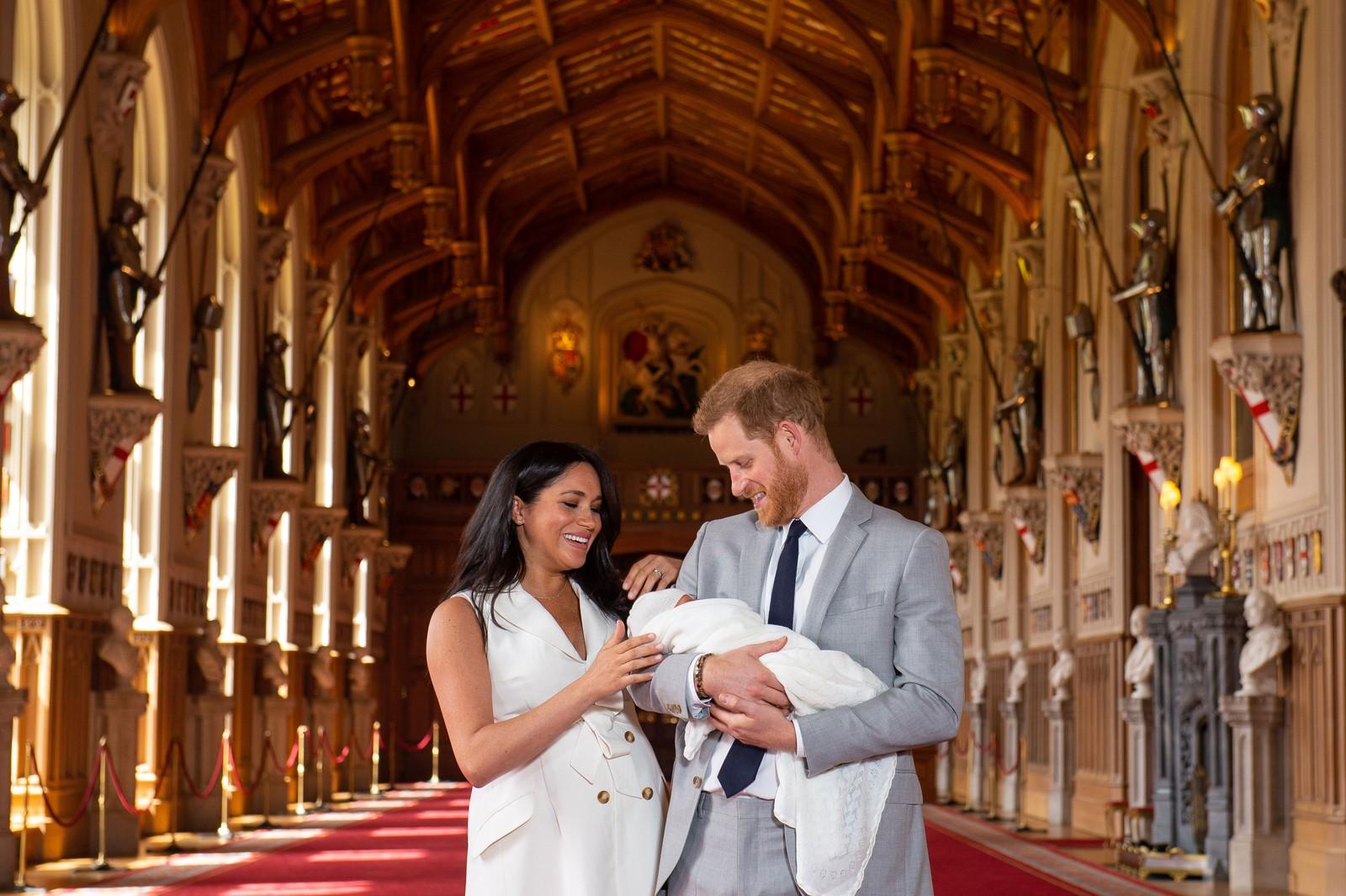 Meghan Markle e Hary com seu filho (Foto: Reprodução)