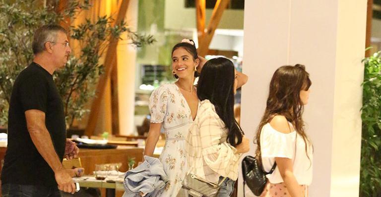 Bruna Marquezine com os pais e a irmã (Foto: Daniel Delmiro/AgNews)