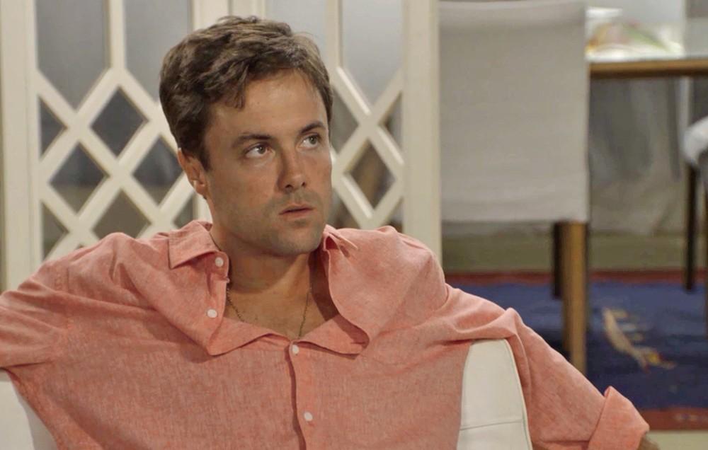 Candé (Kayky Brito) descobrirá os chifres que Quinzinho (Caio Paduan) na novela das sete da Globo
