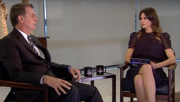 Luciana Gimenez e Jair Bolsonaro durante entrevista (Foto: Reprodução/RedeTV)