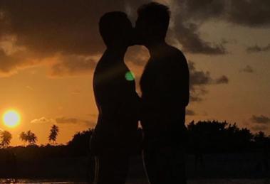 Pedro Figueiredo Erick Rianelli; jornalistas da Globo são casados (Foto: Reprodução/Instagram)