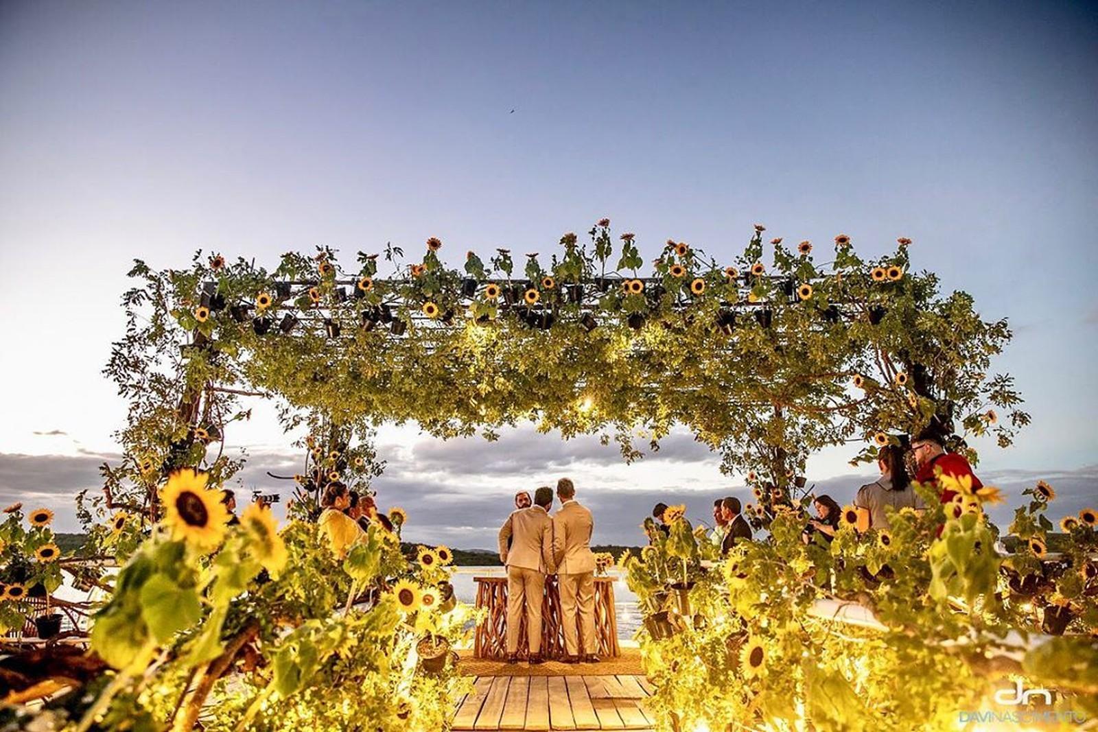 Carlinhos Maia e Lucas Guimarães se casaram nesta terça (21), em Piranhas (AL) — (Foto: Reprodução/Instagram/Dnfotos)