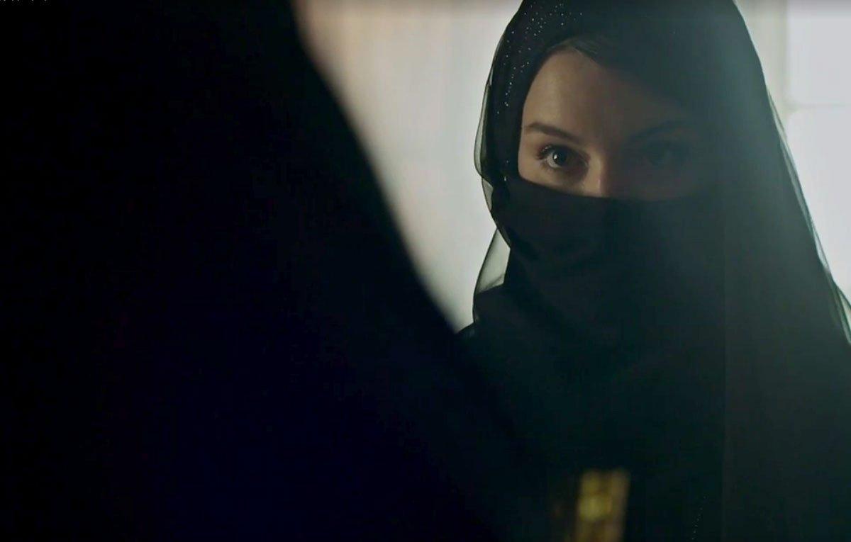 Dalila (Alice Wegmann) estará pronta para tocar o terror na novela da Globo Órfãos da Terra