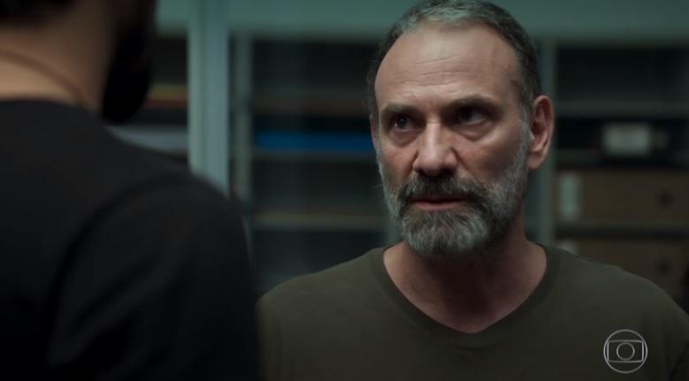 Elias (Marco Ricca) ficará enfurecido por ter sido descoberto na novela da Globo Órfãos da Terra