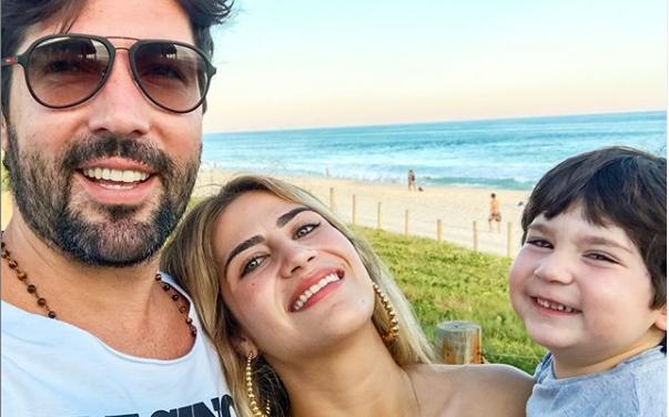 Sandro Pedroso, Jéssica Costa e Noah, neto do cantor Leonardo. (Foto: Reprodução/Instagram)