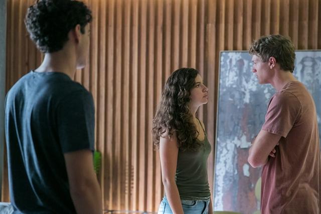 Guga (Pedro Alves), Rita (Alanis Guillen) e Filipe (Pedro Novaes) em cena de Malhação (Foto: Globo/Raquel Cunha)
