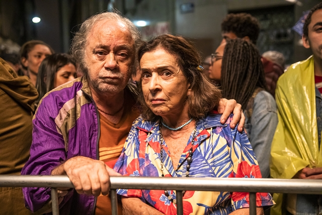 Chico (Tonico Pereira) e Cornélia (Betty Faria) em A Dona do Pedaço (Foto: Globo/João Miguel Júnior)