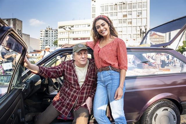 Eusébio (Marco Nanini) e Maria da Paz em A Dona do Pedaço (Juliana Paes) (Foto: Globo/João Miguel Júnior)