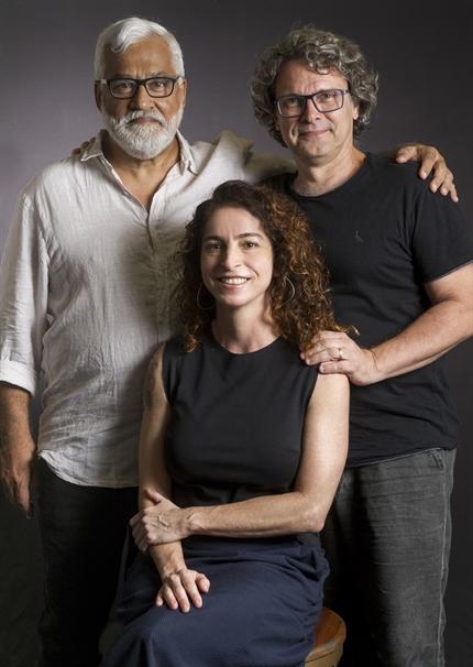 Os autores Paulo Halm e Rosane Svartman com o diretor artístico Luiz Henrique Rios (Foto: Globo/João Cotta)