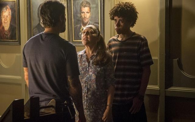 Gabriel (Bruno Gagliasso), Judith (Isabela Garcia) e Feijão (Cauê Campos) em cena de O Sétimo Guardião (Foto: Globo/João Cotta)