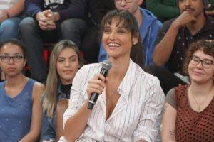 A atriz Débora Nascimento falou sobre a intimidade exposta no palco do Altas Horas (Foto: Reprodução)