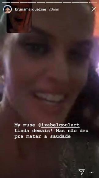 Izabel Goulart acorda Bruna Marquezine para ver Dua Lipa (Foto: Reprodução/Instagram)