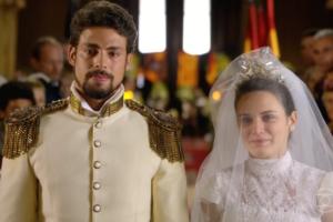 Cauã Reymond (Jesuíno) e Bianca Bin (Açucena) no último capítulo de Cordel Encantado (Foto: Reprodução/Globo)