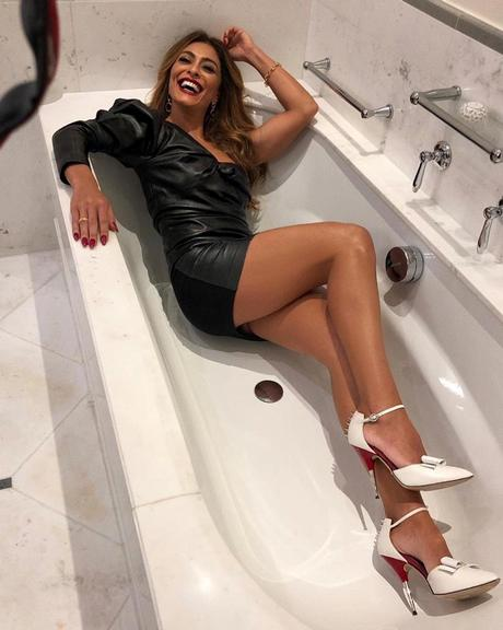 Juliana Paes em clique ousado na banheiro (Foto: Reprodução/Instagram)
