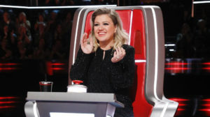 Kelly Clarkson é obrigada a emagrecer (Foto: Reprodução)