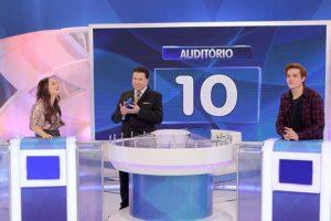Larissa Manoela e Leo participam do Silvio Santos (Foto: Reprodução)