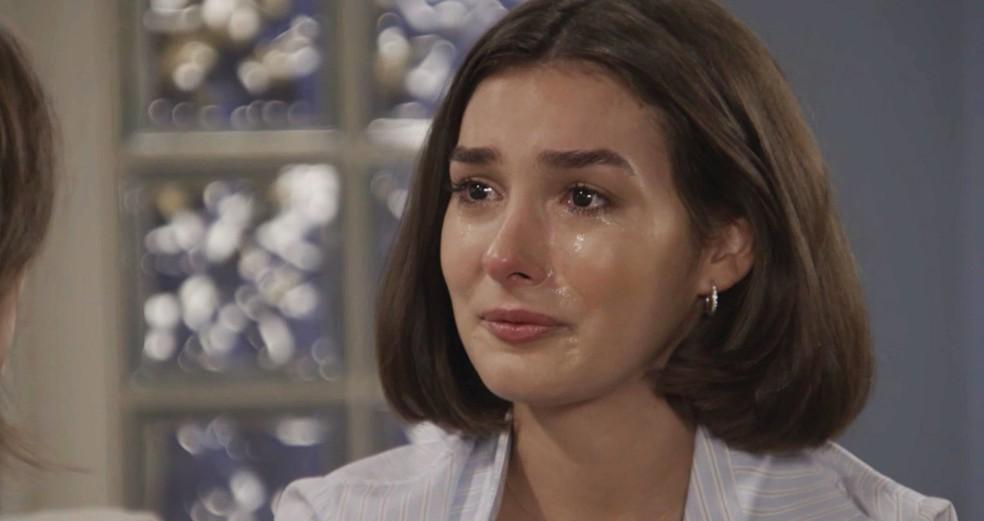 Larissa (Marina Moschen) ficará em situação delicada em Verão 90