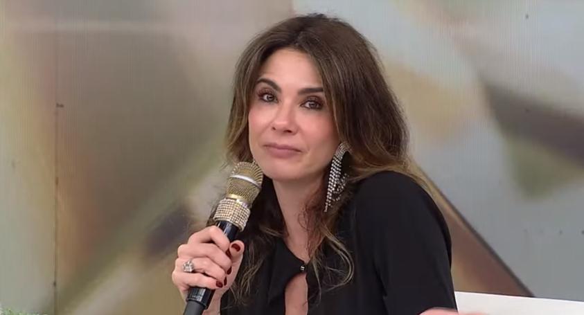 Luciana Gimenez apresenta o programa Superpop na RedeTV! (Foto: Reprodução/ RedeTV)