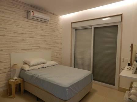 Um dos quartos da mansão de Simaria