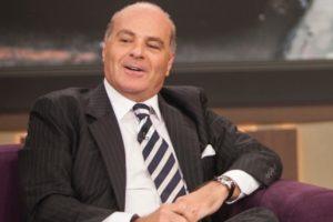 O apresentador Marcelo de Carvalho vem comprando guerra contra a Globo (Foto: Reprodução)