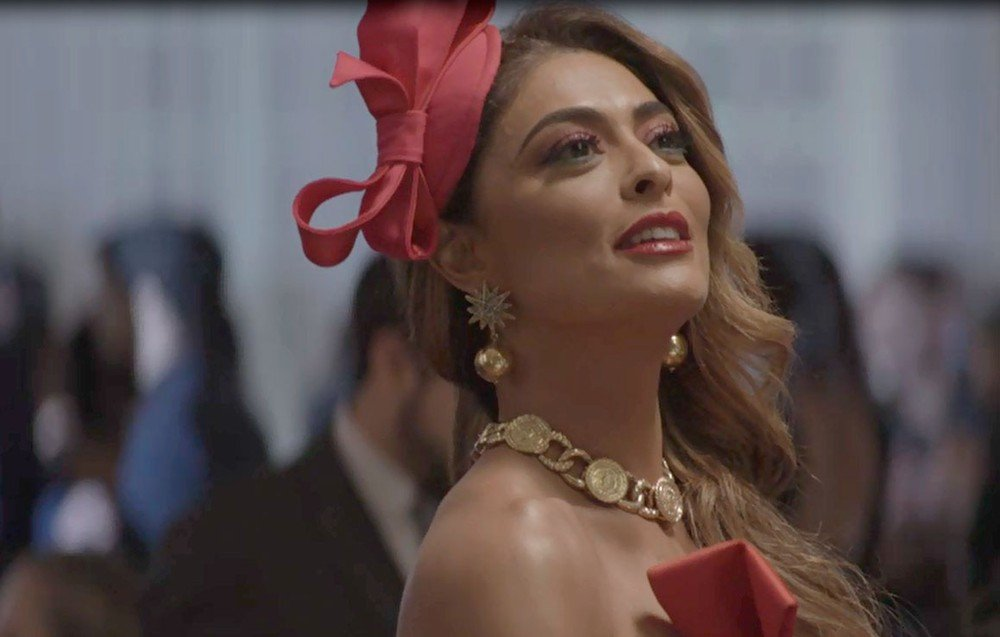 Maria da Paz (Juliana Paes) surgirá em A Dona do Pedaço com uma roupa que esbanjará extravagância na Globo