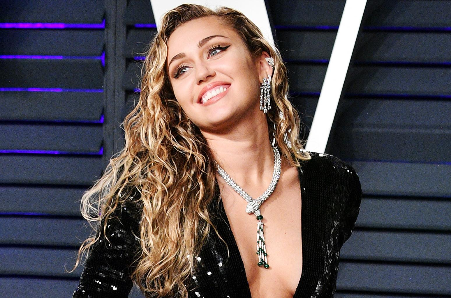 A Cantora Miley Cyrus respondeu os rumores de que ela vai se separar de Liam Hemsworth (foto: Reprodução)