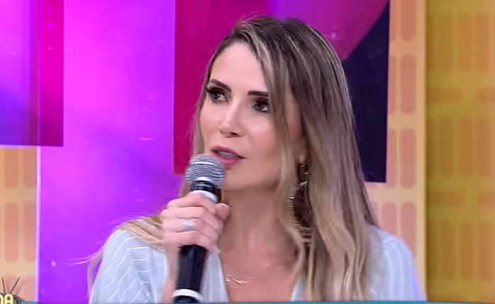 Namorada de Danilo Gentili, Carla Cristal (Foto: Reprodução/ RedeTV!)