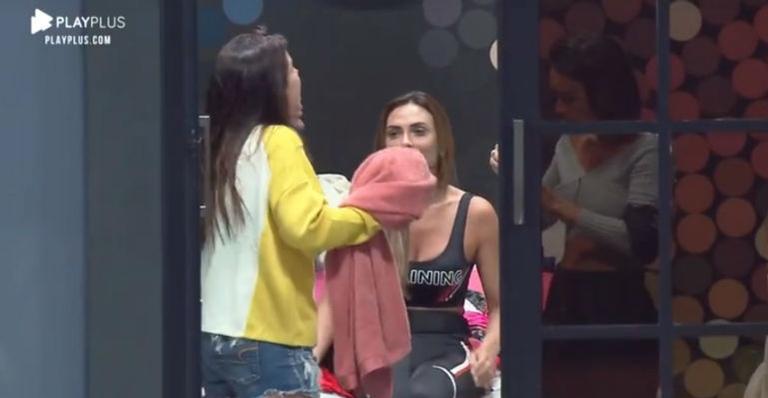 Nicole Bahls e Camila Colombo se estranham no Power Couple (Foto: Divulgação)