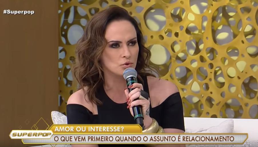 Núbia Oliiver no Superpop da Luciana Gimenez (Foto: Reprodução/ RedeTV!)