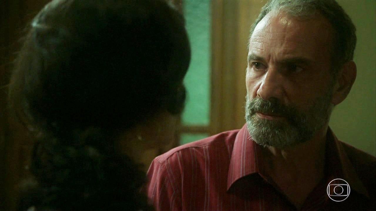 Marco Ricca em cena de Órfãos da Terra como Elias na trama das seis da Globo