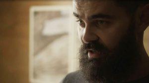 Paul em cena da novela das 18h da Globo, Órfãos da Terra (Foto: Reprodução)