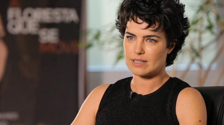Ana Paula Arósio em uma das suas últimas aparições públicas, durante o lançamento do filme A Flores Que Se Move. (Foto: Reprodução/TV Globo)