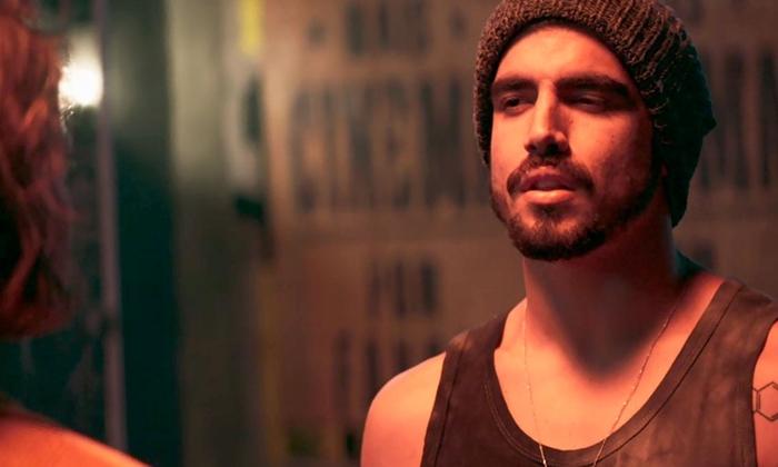 Rock (Caio Castro) em cena de A Dona do Pedaço (Foto: Reprodução/Globo)