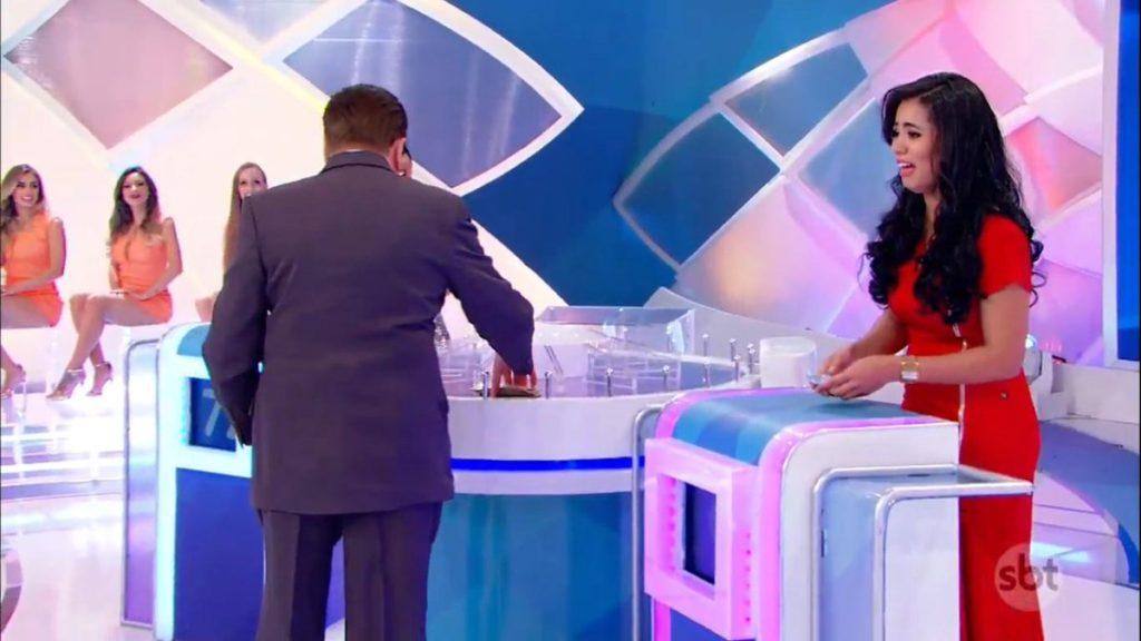 Reação da cantora ao receber o seu prêmio (Foto: Reprodução)