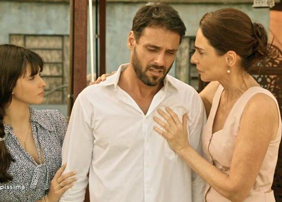 Felipe Cunha (Antonio) e Silvia Pfeifer (Marinalva) em cena de Topíssima (Foto: Reprodução/Record)