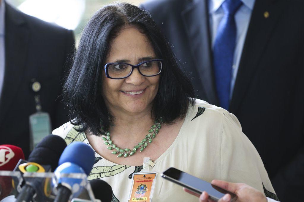 A ministra Damares Alves voltou a causar polêmica com o público gay (Foto: Divulgação)
