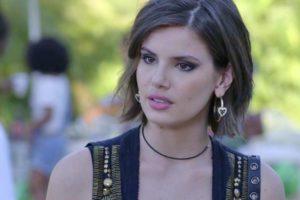 Vanessa em cena da novela das 19h, Verão 90 (Foto: Reprodução)