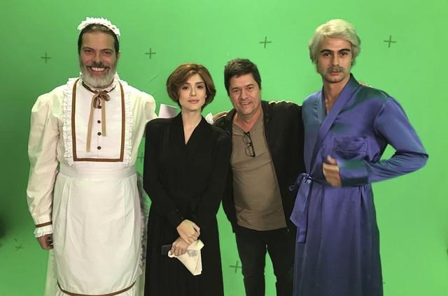 Foto do momento de gravação de Verão 90 com Rafael Vitti, Isabelle Drummond e Luz Henrique Nogueira na Globo