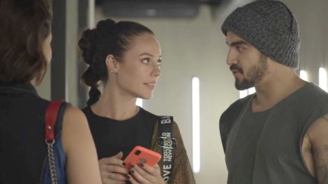 Caio Castro e Paolla Oliveira em cena em A Dona do Pedaço (Foto: Divulgação)