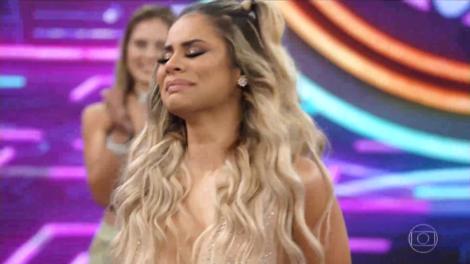 A cantora Lexa passou por sufoco nos bastidores da Parada LGBT (Foto: Reprodução/ Globo)