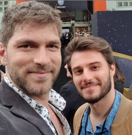 Hugo Bonemer e Conrado Helt, seu namorado (Foto: Divulgação)