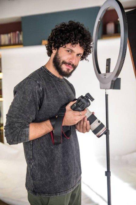 Rainer Cadete é o fotógrafo Téo em A Dona do Pedaço (Foto: João Miguel Junior/ Globo/ Divulgação)