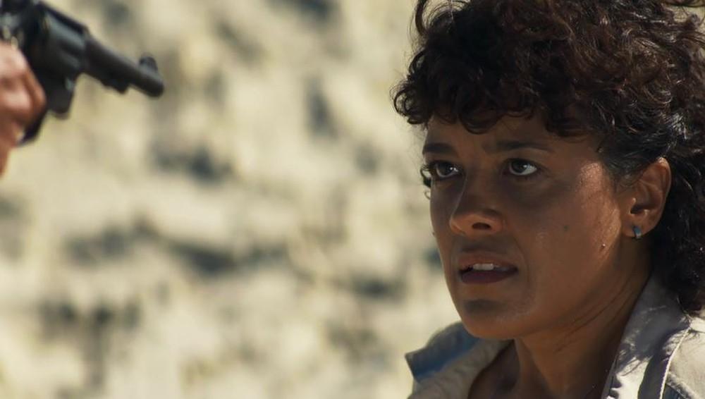 Zenaide (Maeve Jinkings) salvará a vida da filha e morrerá tragicamente em A Dona do Pedaço da Globo