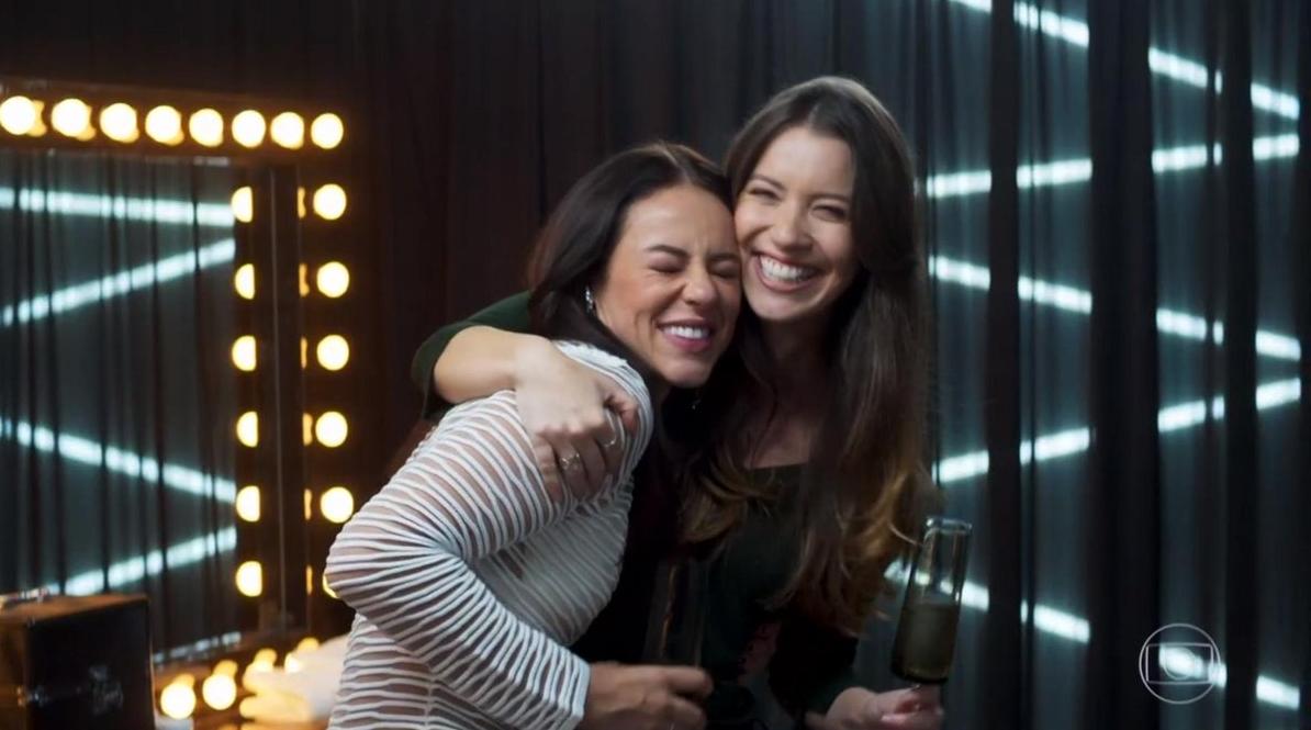 Fabiana (Nathalia Dill) e Vivi Guedes (Paolla Oliveira) em cena na novela A Dona do Pedaço, da Globo. (Foto: Reprodução)